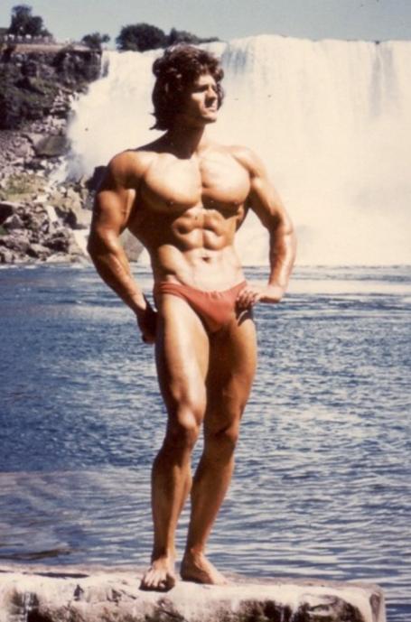 Standing Bodybuilding Pose Wilfried Dubbels