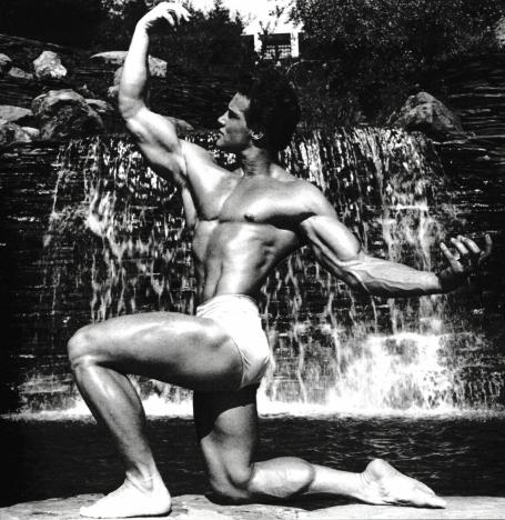 Steve Reeves Kneeling Twisting Front Bodybuilding Pose